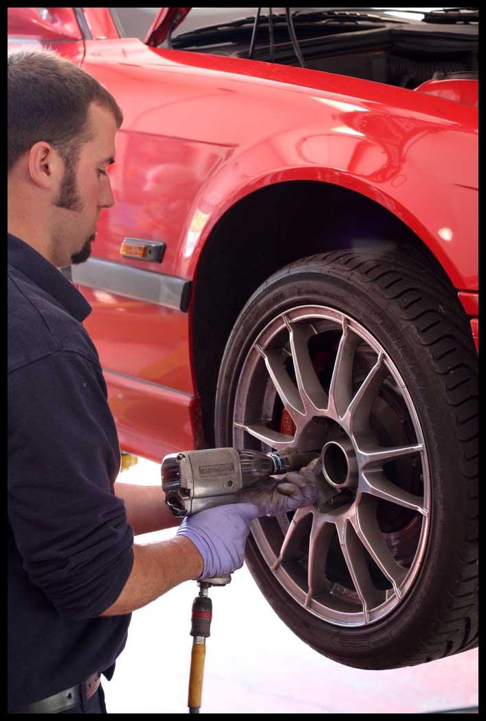 Brian-Burke-Wheel-Torque-Schneller-BMW-Mini-repair